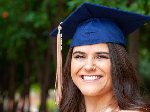 Headshot of Julia Valgento