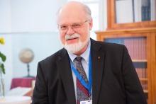 Honors Professor John Hildebrand