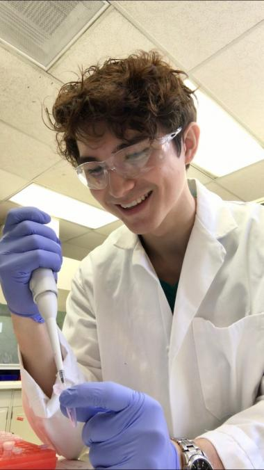 Daniel Wieland working in the research lab